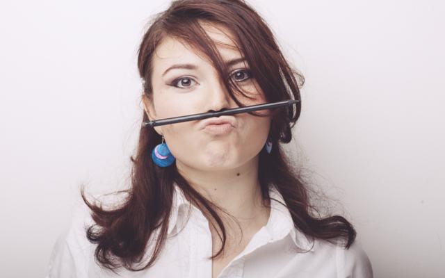 ブログに悩む女性